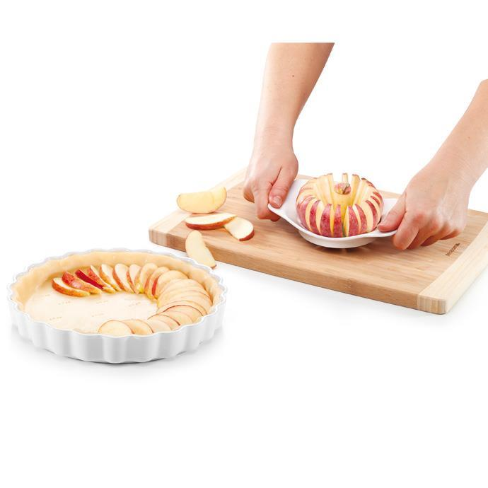 APPLE SLICER WITH PROTECTIVE GUARD